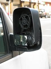 Ein kaputter Außen- oder Seitenspiegel ist ärgerlich, kann aber ersetzt werden...
