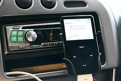 Den iPod im Auto installieren und hören