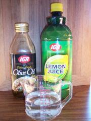 Möbelpolitur ganz einfach selber machen: z.B. aus Olivenöl und Zitronensaft