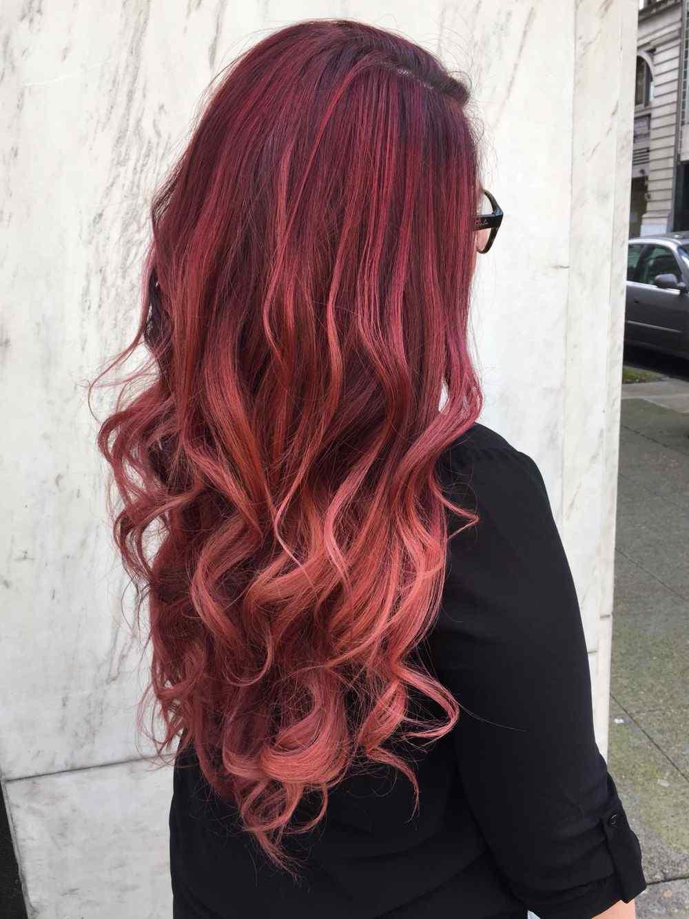 Balayage Rot Haartrend dunkelrot Haarfarbe pflegen Tipps