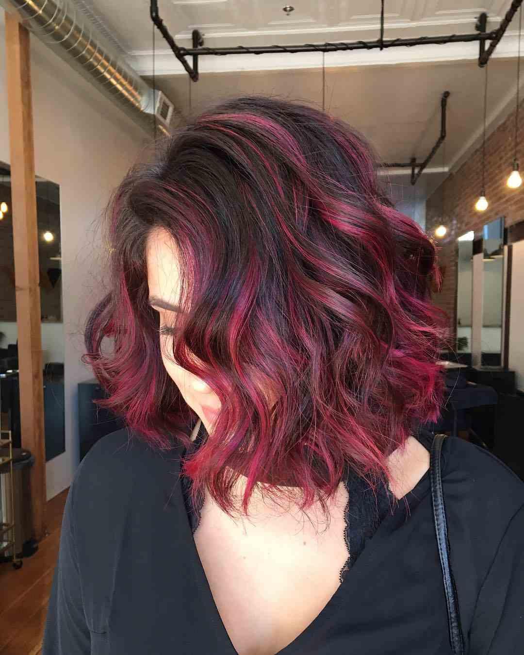 Balayage Rot kurze Haare langer Bob Haarschnitt mit Strähnen