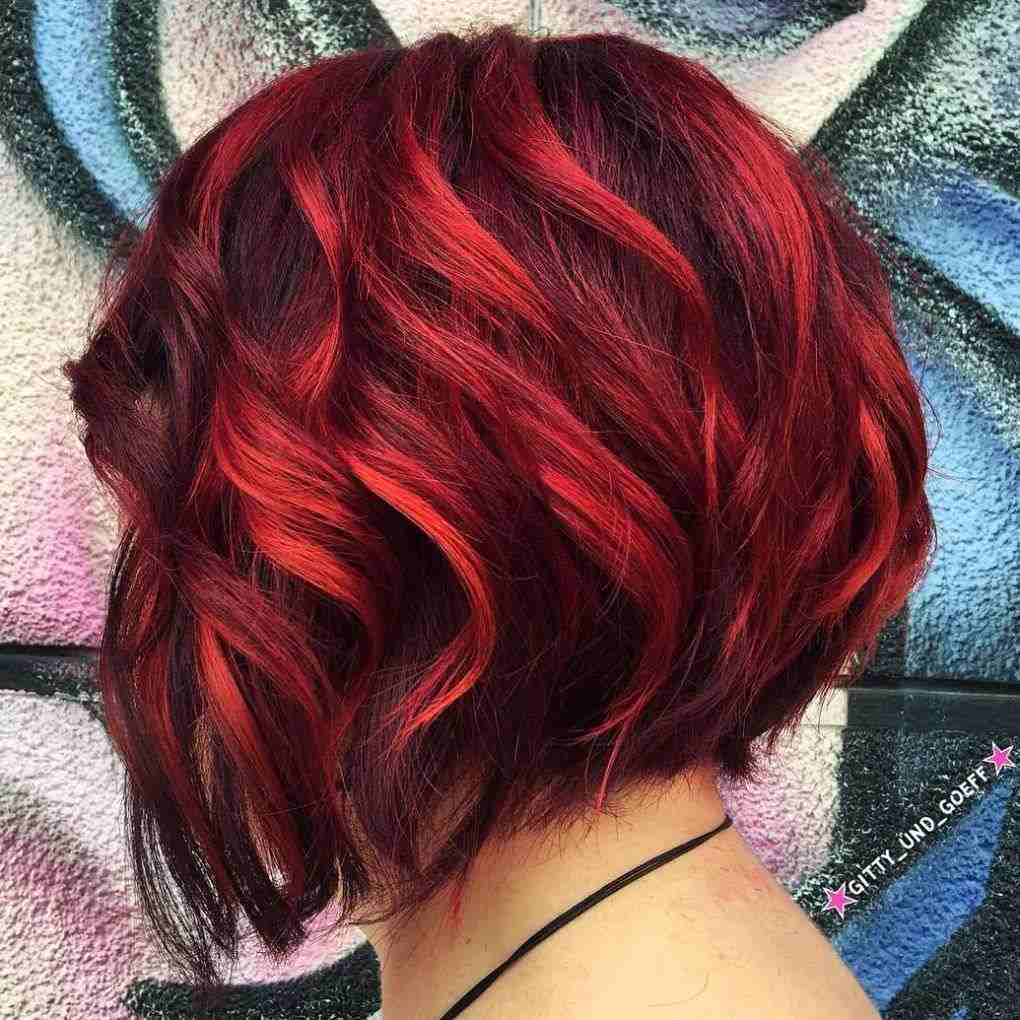Balayage Rot Schwarz kurzer Bob Haarschnitt stylen