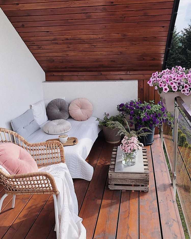 Balkon Lounge klein platzsparende balkonliege Balkonmöbel Trends