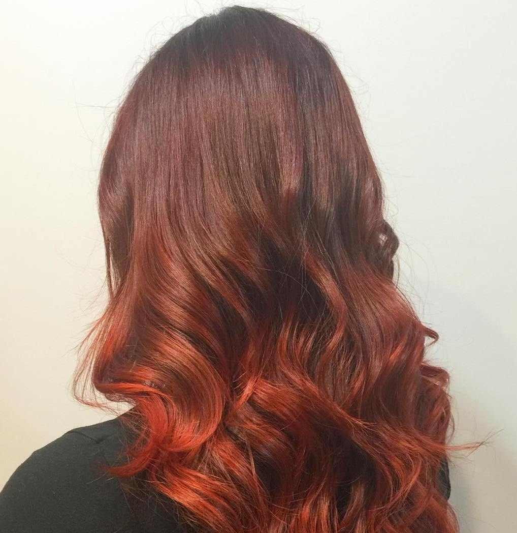 Braune Haare mit roten Highlights Trend rot Haarfarbe pflegen