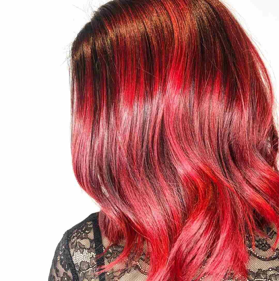 Bright Red Haarfarbe Balayage Rot auf schwarze Haare kurz