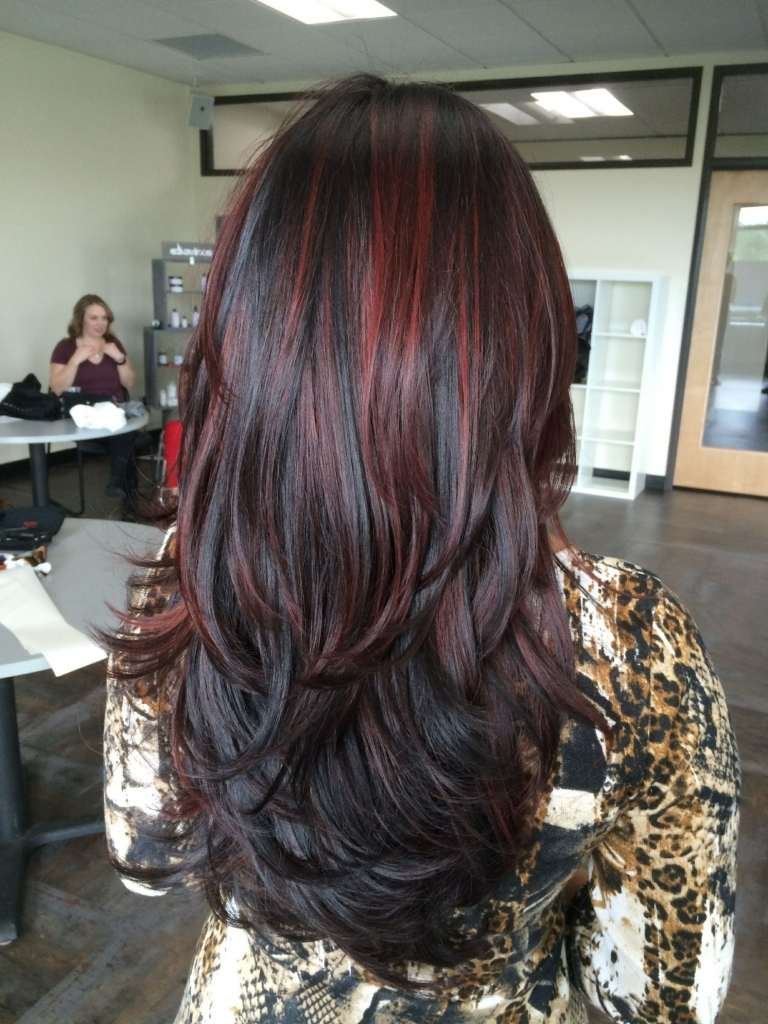 Dunkelbraune Haare mir roten Strähnen Haarpflege Tipps