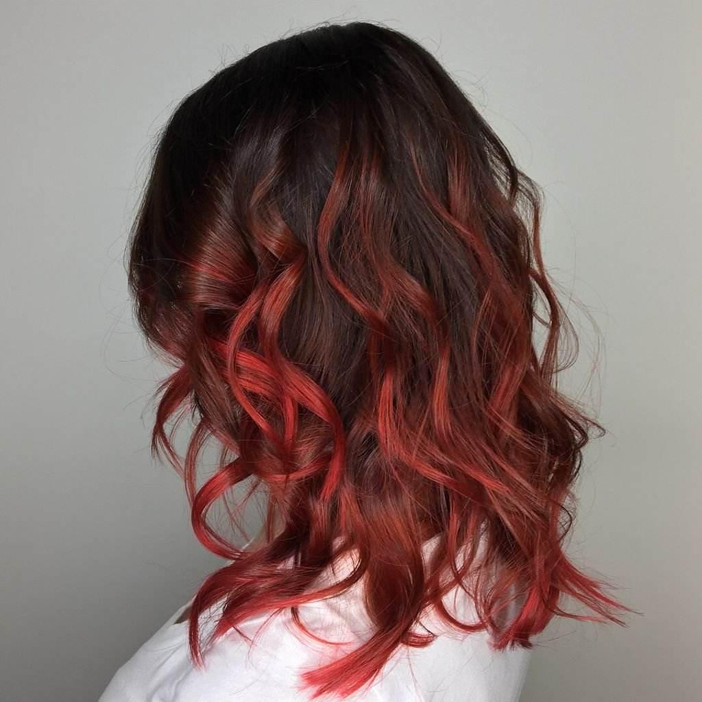 Dunkelrot Haarfarbe Pflege Shampoo Schwarze Haare mit Strähnen Frisurenideen
