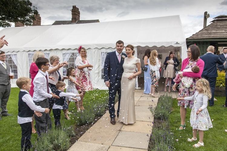 Faltzelt für besondere Anlässe wie Hochzeiten mieten oder kaufen