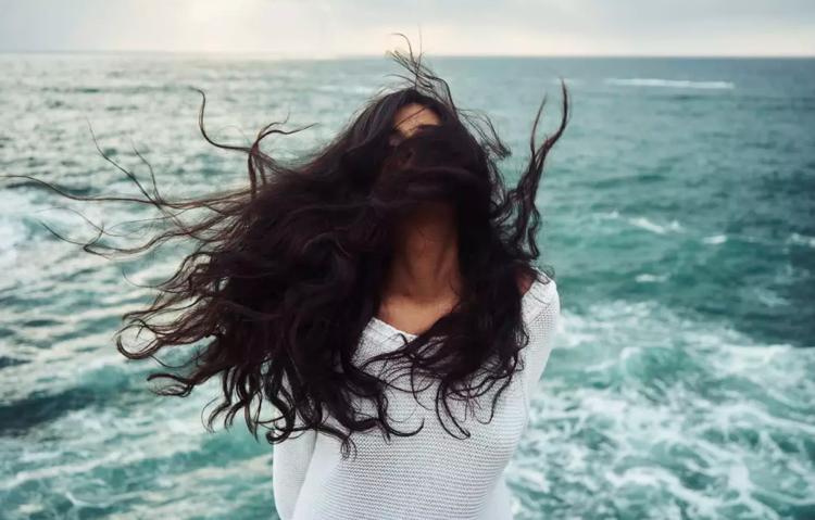 Feuchtigkeit lockige lange Haare Hausmittel