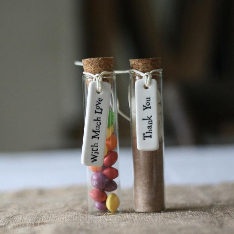 gastgeschenke-taufe-reagenzglas-essbar-kakao-smarties
