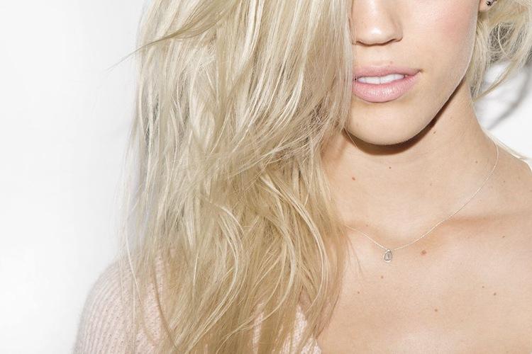 Glanz und Intensive Feuchtigkeit für blondierte Haare