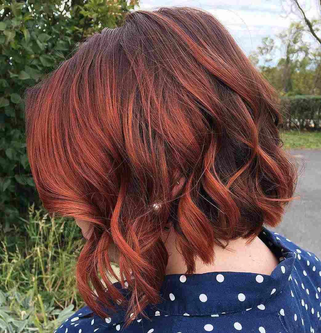 Kupferrot Balayage auf braune Haare kurzer Bob Haarschnitt stylen