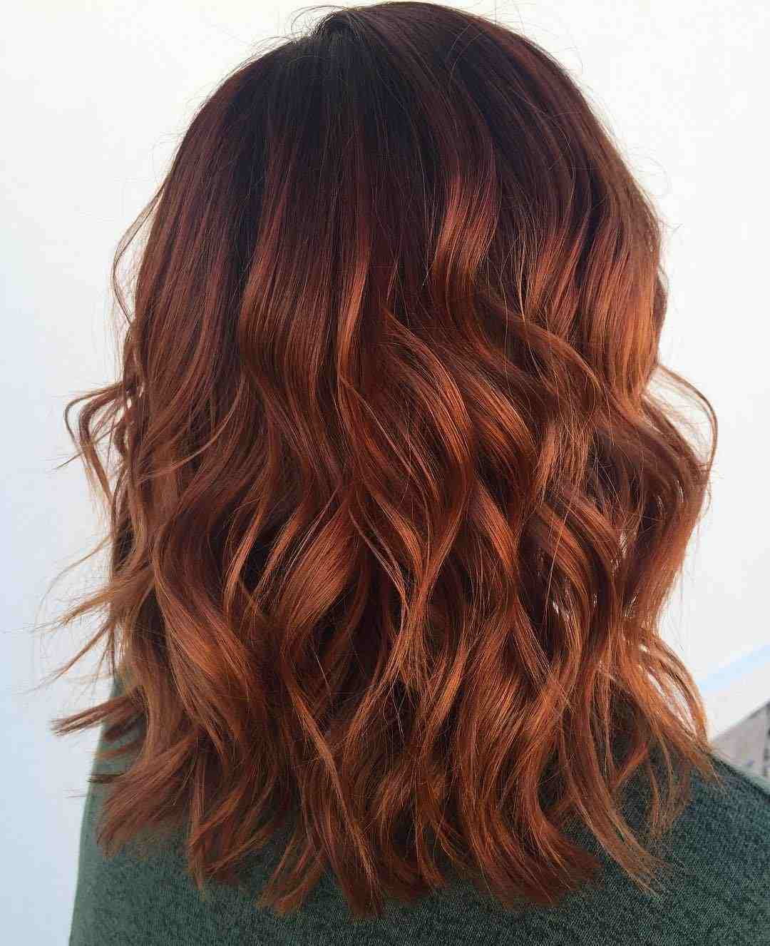 Kupferrot Haare mit braunen Highlights Locken mit Glätteisen selber machen