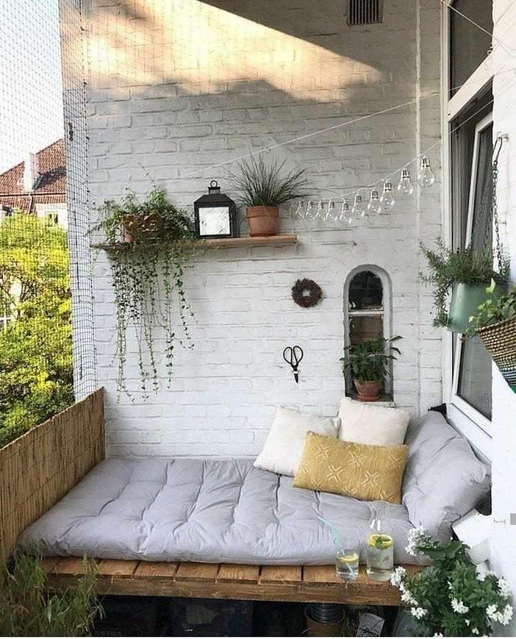 Liegefläche Balkon DIY Anleitung Außenbereich Holzmöbel Trends