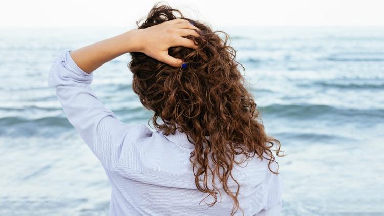 mehr Feuchtigkeit für die Haare Tipps und Hausmittel