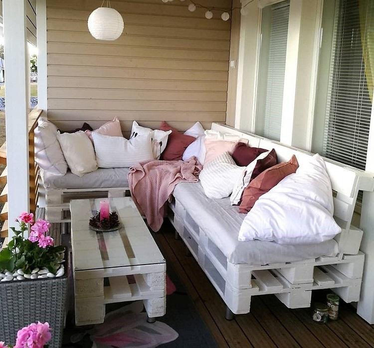 Palettenmöbel selber bauen Upcycling Ideen Kleine Lounge Ecke Balkon