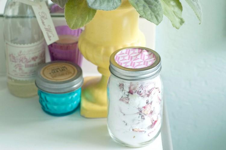 raumduft-selber-machen-idee-natron-rosenblüten-glas
