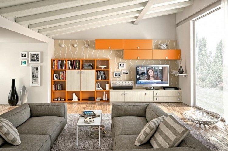schrankwand-wohnzimmer-helles-holz-orange-fernseher