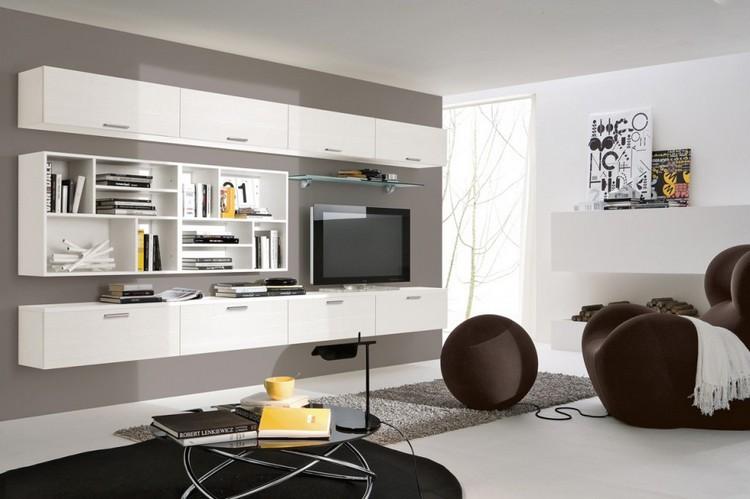 Schrankwand im Wohnzimmer weiss-taupe-wandfarbe-fernseher