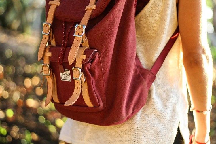 Textiletiketten gestalten Rucksack annähen Stoff